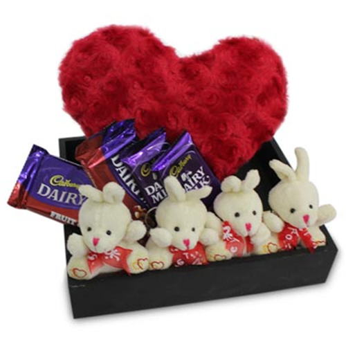 Gift love hamper love emotions gifts flowers n gifts india gift love hamper negle Image collections
